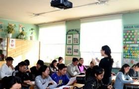 Төгсөх ангийн сурагчид тусгай хөтөлбөрт хамрагдаж байна