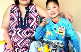 БСШУС-ын сайд Ц.Цогзолмаа ээж хүү хоёрыг байртай болгожээ