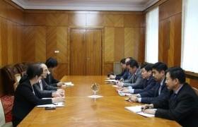 Зам, тээврийн хөгжлийн сайд Б.Энх-амгалан Япон улсын элчин сайдыг хүлээн авч уулзав