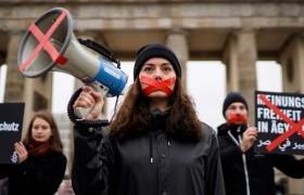 ТББ руу чиглэсэн дайралт нь хүний эрхийн үйл ажиллагааг дарангуйлсан шинэ хуулиуд батлагдахад хүргэж байна