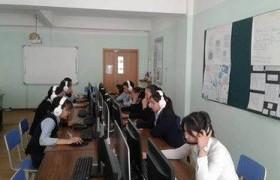 Өмнөговийн сурагчид англи хэлээр өрсөлдөж байна