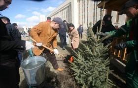 Монгол Ардын Намын удирдлагууд ЭХЭМҮТ-ийн хашаанд 100 мод тарив