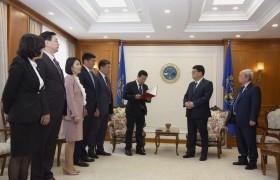 Монгол Улсын Үндсэн хуульд оруулах нэмэлт, өөрчлөлтийн төслийг Үндсэн хуулийн цэцэд өргөн барилаа