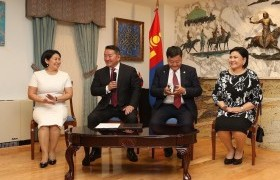 Монгол Улсын Ерөнхийлөгч Х.Баттулга АНУ-д оршин сууж буй монголчуудтайгаа уулзаж, ярилцлаа