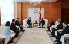 Монгол Улсын Үндсэн хуульд оруулсан нэмэлт, өөрчлөлтийн уг эхийг Монгол Улсын Ерөнхийлөгчид өргөн барилаа