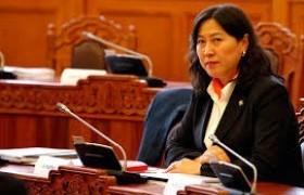 А.Ундраа: Эмэгтэйчүүдийн оролцоог нэмнэ, кабинетаа ч тэгж бүрдүүлнэ гэсэн улс төрийн намыг дэмжих ёстой