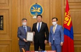 Монголын ард түмнээс ОХУ-д үзүүлж буй хүмүүнлэгийн тусламжийн гэрчилгээг гардууллаа