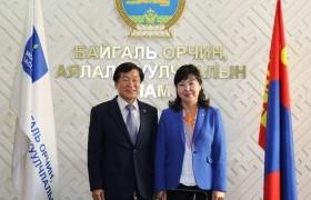 Солонгос Улсын элчин сайдтай уулзаж хоёр орны байгаль орчин, аялал жуучлалын талаар санал солилцлоо