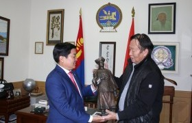 Уран барималч Л.Ганхуяг Богд хаант Монгол Улсын тамганы дардасыг дурсгалаа