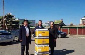 Төв аймгийн Баян сумын багш нарын төлөөлөлд зөөврийн болон суурин компьютер гардууллаа