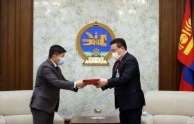 """""""Монгол Улсын хууль тогтоомжийг 2024 он хүртэл боловсронгуй болгох үндсэн чиглэл батлах тухай"""" Улсын Их Хурлын тогтоолын төслийг өргөн мэдүүллээ"""
