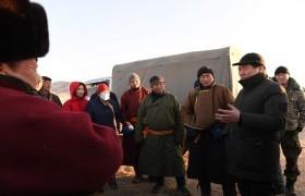 Булган, Төв, Сэлэнгэ аймагт өвөлжиж байгаа отрын малчдад түлшний дэмжлэг үзүүллээ