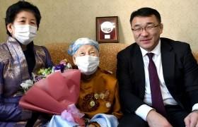 Хотын дарга 100 насны төрсөн өдөр нь тохиож буй МАН-ын ахмад зүтгэлтэн Ж.Цэрэн гуайд хүндэтгэл үзүүллээ