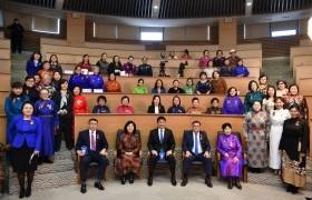 Д.Сумъяабазар: Монголын үрсийг өлгийдөн авч, өсгөн бойжуулсан эмэгтэйчүүдийн гавъяаг үнэлж баршгүй