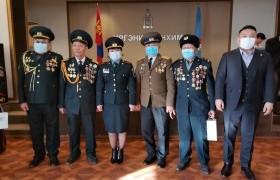 З.Төмөртөмөө Чингэлтэй дүүргийн ахмадуудын төлөөлөлд хүндэтгэл үзүүлжээ