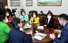 Хотын дарга НИТХ-ын Эмэгтэйчүүдийн зөвлөлийн гишүүдтэй уулзав