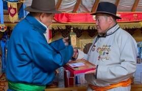 Дорнод аймгийн Улсын аварга малчдын шагналыг гардууллаа