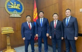 Монгол Улсын Ерөнхийлөгчид УИХ дахь МАН-ын бүлгийн удирдлагууд баяр хүргэж, амжилт хүслээ
