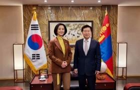 Д.Өнөрболор гишүүн БНСУ-аас Монгол Улсад суугаа Элчин сайд Ли Ё Хун хүлээж авч уулзлаа