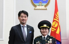 Хан-Уул дүүргийн хүндэт ахмадууд Монгол улсын төрийн дээд одон, медалиар энгэрээ мялаалаа
