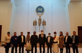 Хэнтий аймгийн Биндэр сумын удирдлага, төрийн байгууллагуудын төлөөлөл, соёлын төвийн ажилтнууд Төрийн ордонтой танилцав