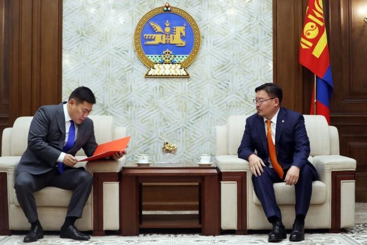 Монгол Улсыг хөгжүүлэх таван жилийн үндсэн чиглэлийн төслийг өргөн барилаа