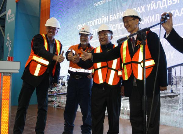 Өмнийн говьд Монголын хамгийн том баяжуулах үйлдвэр ашиглалтад орлоо