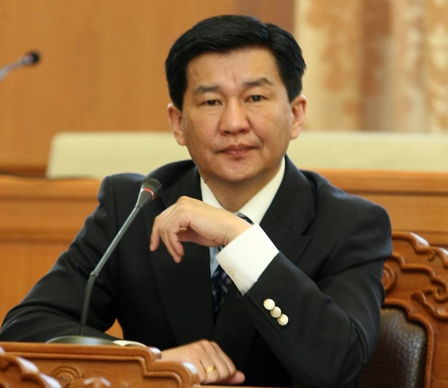 Чингис бондыг улстөрийн өнцгөөс харж болохгүй