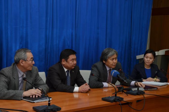 Монголын алтыг Монголдоо үлдээх зорилготой хууль батлагдлаа