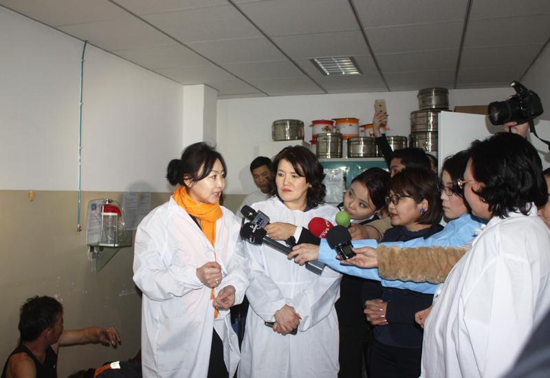 УИХ-ын эмэгтэй гишүүд СХД-ийн Эрүүл мэндийн төвд ажиллалаа