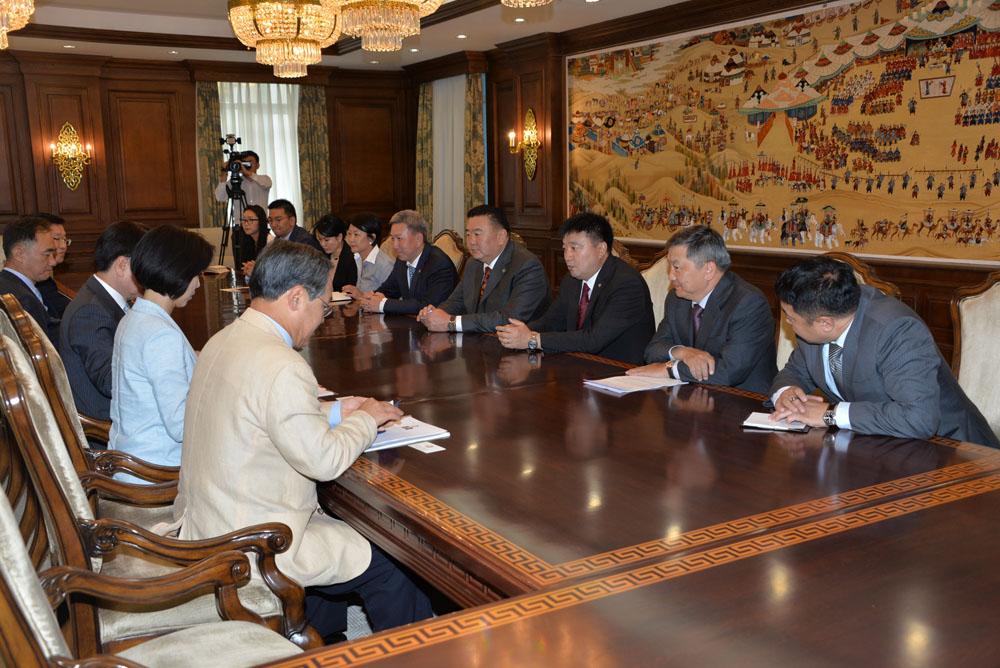 Солонгос-Монголын хамтарсан форумын ерөнхийлөгч Ү Юн Гын тэргүүтэй төлөөлөгчдийг хүлээн авч уулзав