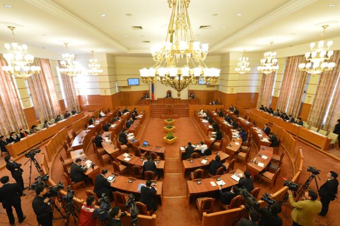 Монголын төрийн эмгэнэлт хошин жүжиг