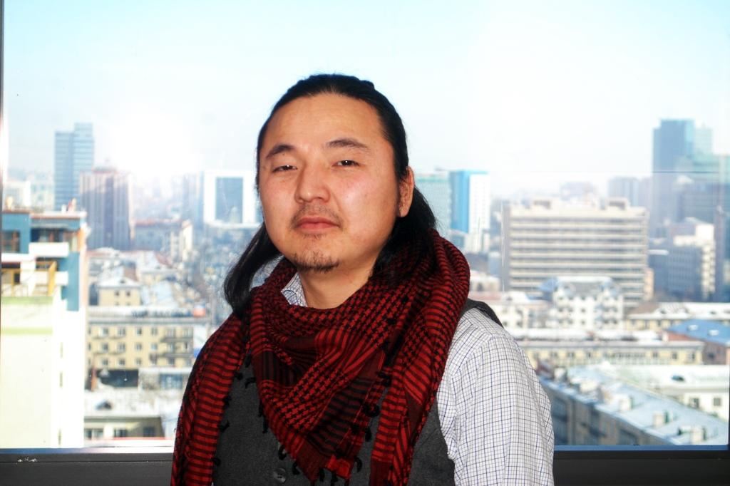 Монгол хүнд тохирсон хэв маягтай бүтээл гаргахыг зорьдог