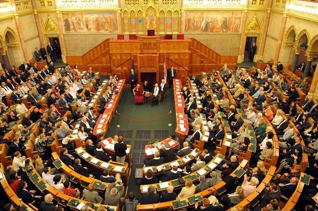 Энэтхэгийн Бихар мужийн парламентын бүх гишүүд архи амсахгүй гэж тангараглав