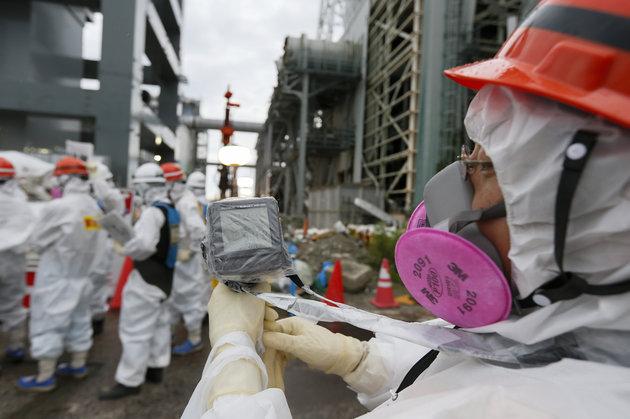 Фукушимагийн цацраг идэвхт бодисыг тогтоох сүүлчийн арга: 'Мөсөн Хана'