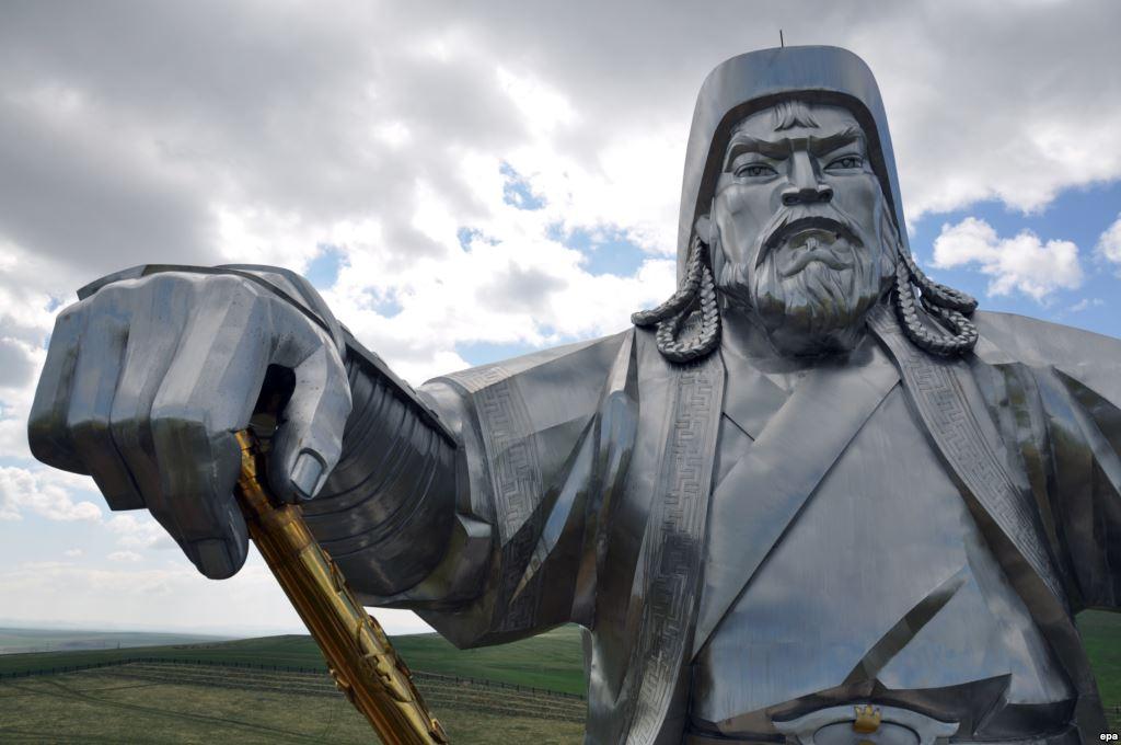 Лавровын цэнхэр жийнс ба монголчуудын үндэсний бахархал