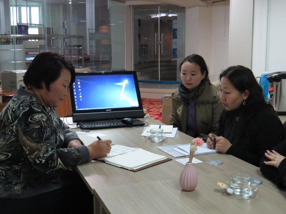 """""""Бизнес эрхлэгч эмэгтэйчүүдийн инкубатор төв байгуулах"""" талаар уулзалт хийлээ"""