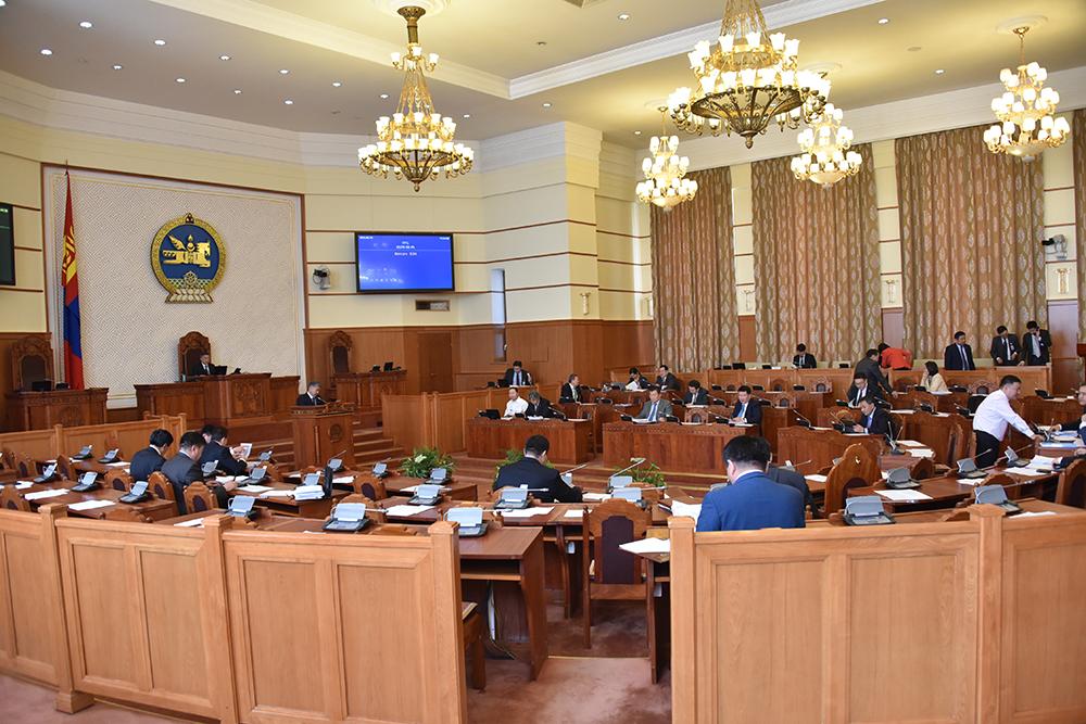 Монгол Улсын Батлан хамгаалах тухай, Зэвсэгт хүчний тухай хуулийн төслүүдийг эцсийн хэлэлцүүлэгт шилжүүллээ