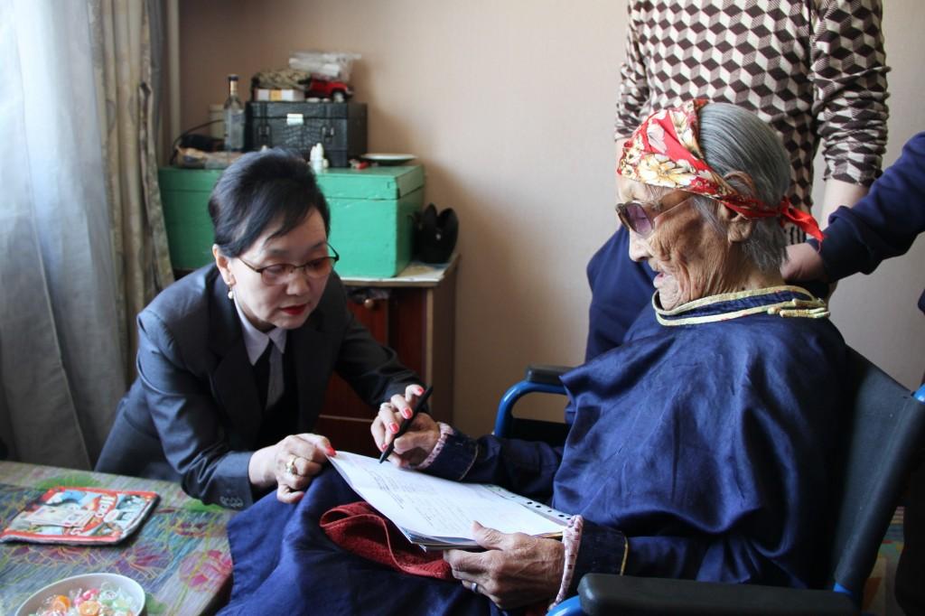 МУ-ын хамгийн өндөр настан, Г.Баасаныг дэмжлээ