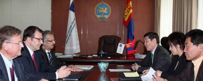 Н.Батцэрэг сайд ХБНГУ-ын бизнесийн төлөөлөгчидтэй уулзлаа