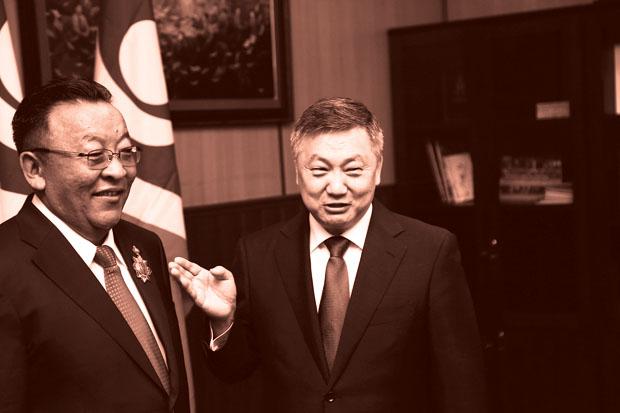 """Д.Ганхуяг гишүүнийг """"Чингисийн одон""""-оор шагнажээ"""