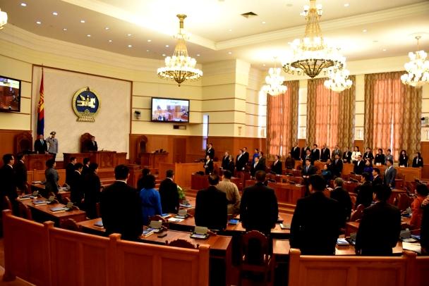 Монгол Улсын 2016 оны төсвийн хүрээний мэдэгдэл, 2017-2018 оны төсвийн төсөөллийн тухай хуульд өөрчлөлт оруулах тухай хуулийн төслийн анхны хэлэлцүүлгийг хийлээ