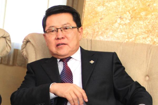 Ч.Улаан: Монголбанк, Сангийн яам ажиглах биш эдийн засгийн уналтыг нэн даруй зогсоох үүрэгтэй. Юуг нь ажиглаад байгаа юм бэ