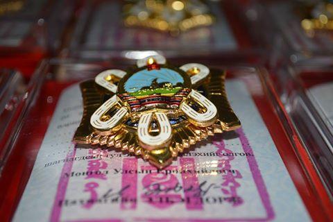 Төрийн дээд одон медалиар шагналаа
