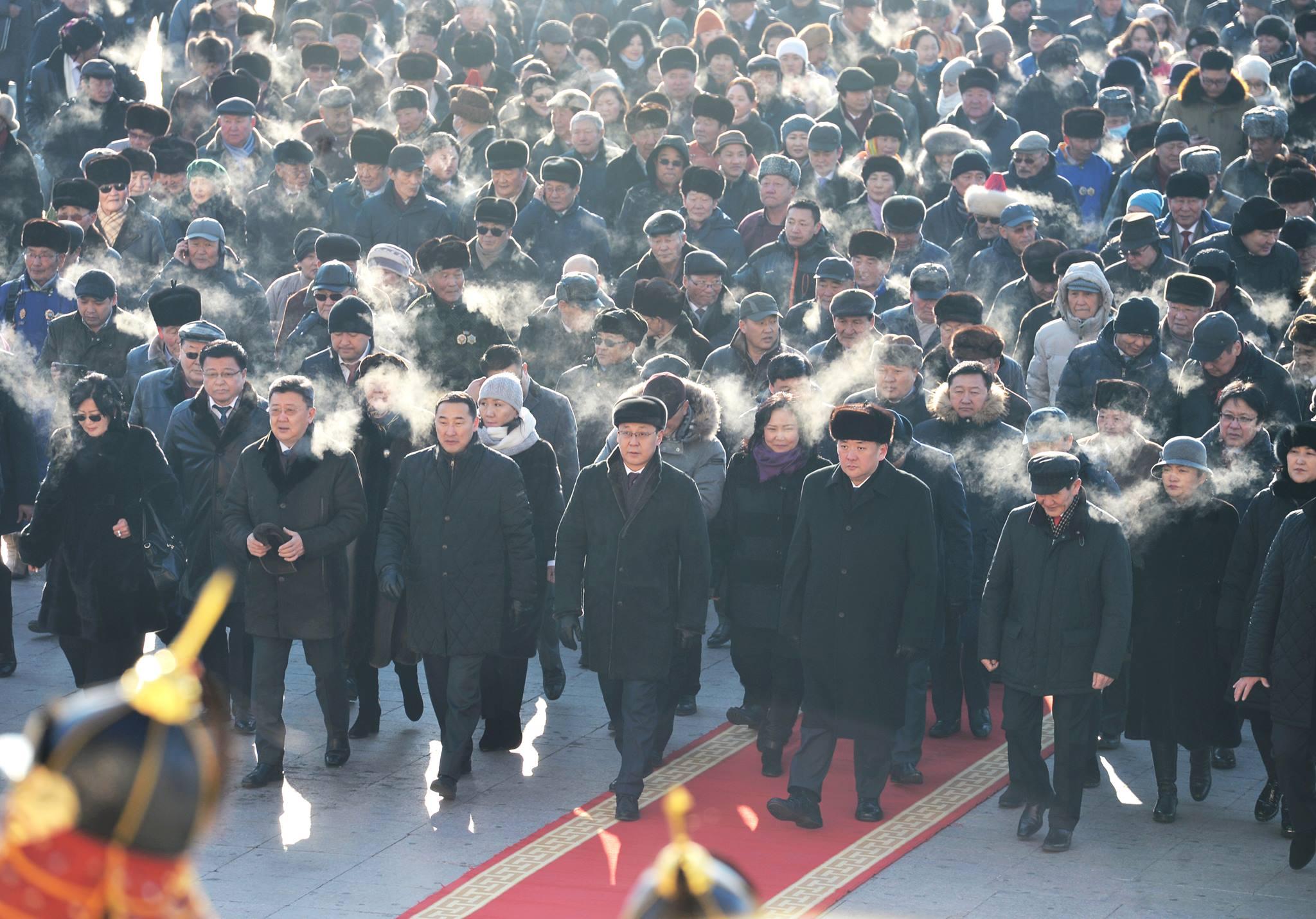 Д.Сүхбаатарын хөшөөнд цэцэг өргөж, Их эзэн Чингис хааны хөшөөнд хүндэтгэл үзүүлэв