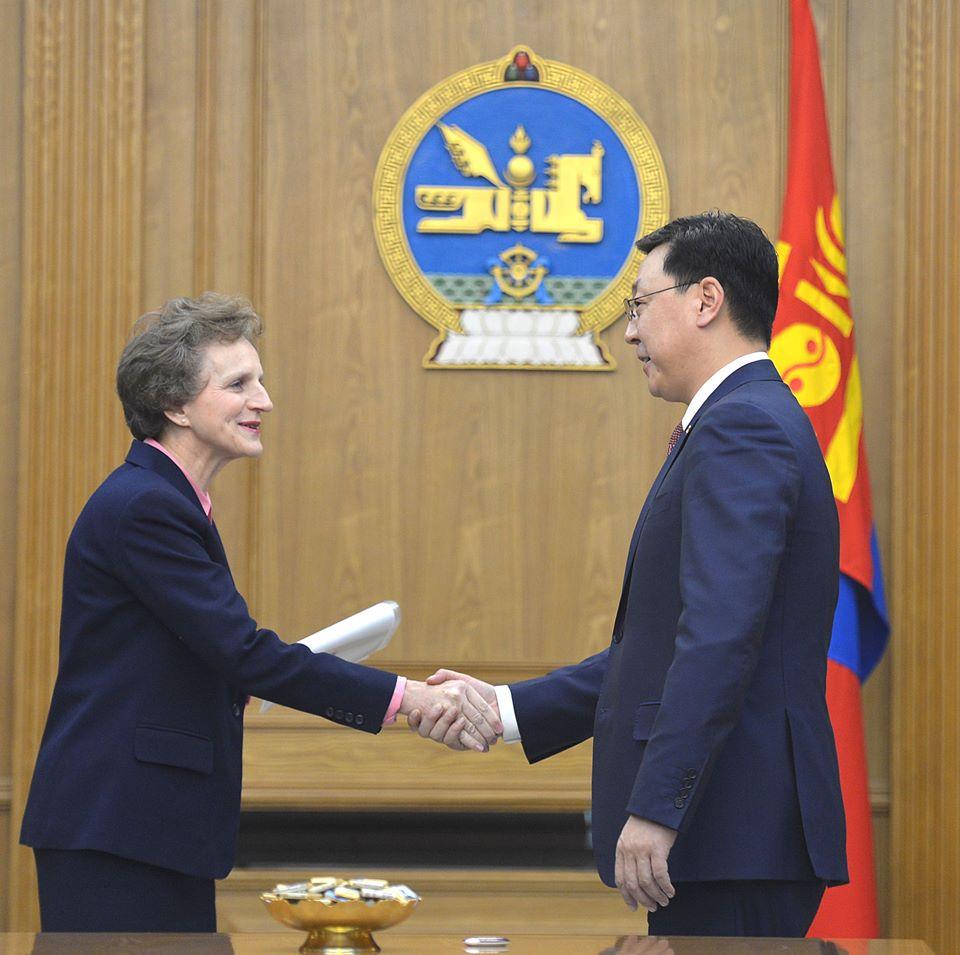 Ж.Эрдэнэбат: Монгол бол өнөөдөр л эдийн засгийн хямралтай болохоос ирээдүй нь өөдрөг орон