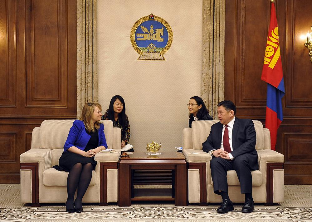 """Элчин сайд Кэтрин Арнолд """"Хөрөнгө оруулагчдад мэдээлэл өгөх, Монголыг сурталчлахад анхаарах шаардлагатай байна"""" гэлээ"""
