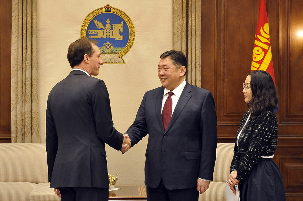 """Элчин сайд Штефан Дуппел """"Монголын хамгийн том баялаг бол монгол залуус"""" гэв"""