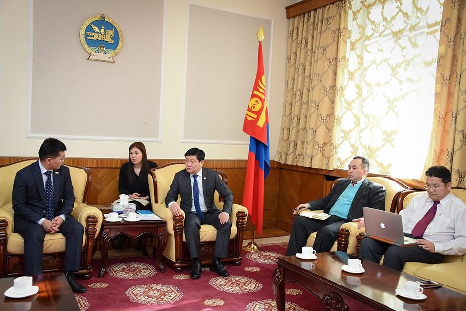 УИХ-ын гишүүн Б.Энх-Амгалан ОХУ-ын Төрийн Думын депутатыг хүлээн авч уулзлаа