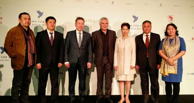 Монголын кино уран бүтээлчид олон улсын шагнал хүртлээ